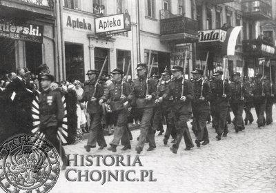 Jan Stromski na czele oddziału przysposobienia wojskowego Poczty Polskiej.
