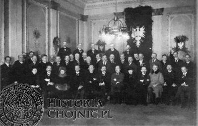 Grupa członków Naczelnej Rady Ludowej wybranych przez Polski Sejm Dzielnicowy; Poznań, 5 grudnia 1918. Wśród siedzących: członek Komisariatu NRL Władysław Seyda (drugi od lewej), przewodniczący NRL Bolesław Krysiewicz (czwarty od lewej), ks. Antoni Wolszlegier (piąty od lewej),