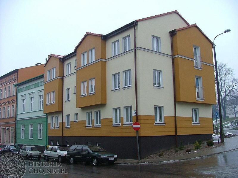 Mieszkańcy z uznaniem wypowiadają się o nowych kamienicach, jakie powstały przy ulicy Piłsudskiego. Remont jednej kamienicy i budowę drugiej finansował chojnicki ZGM.