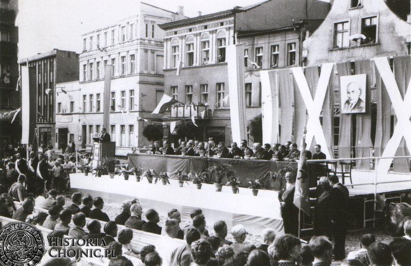 Uroczystości na rynku z okazji rocznicy powstania PRL. L. 60.