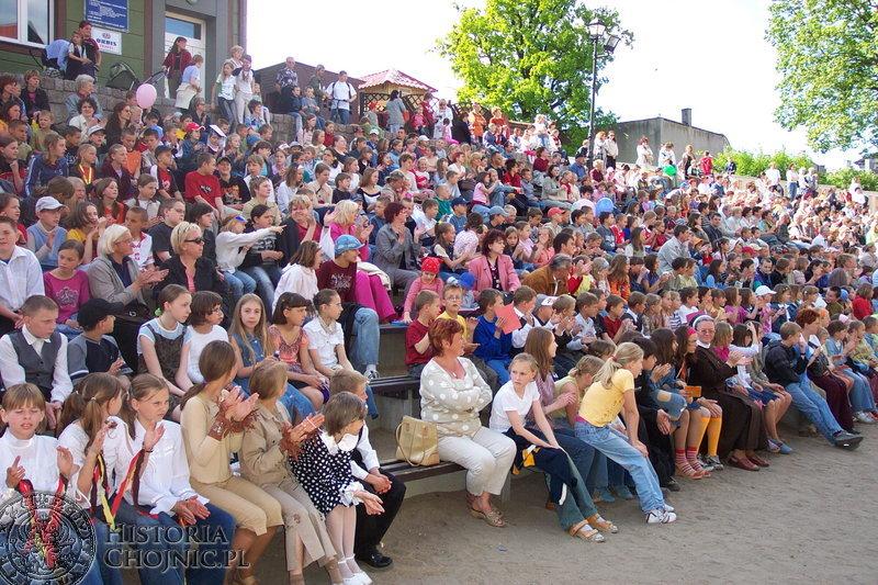 Uczniowie SP nr 1 podziwiali występy swoich szkolnych kolegów z okazji Dnia Dziecka.