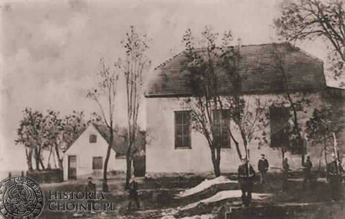 Synagoga, po lewej widoczna mykwa  (łaźnia). Poczatek XX w.