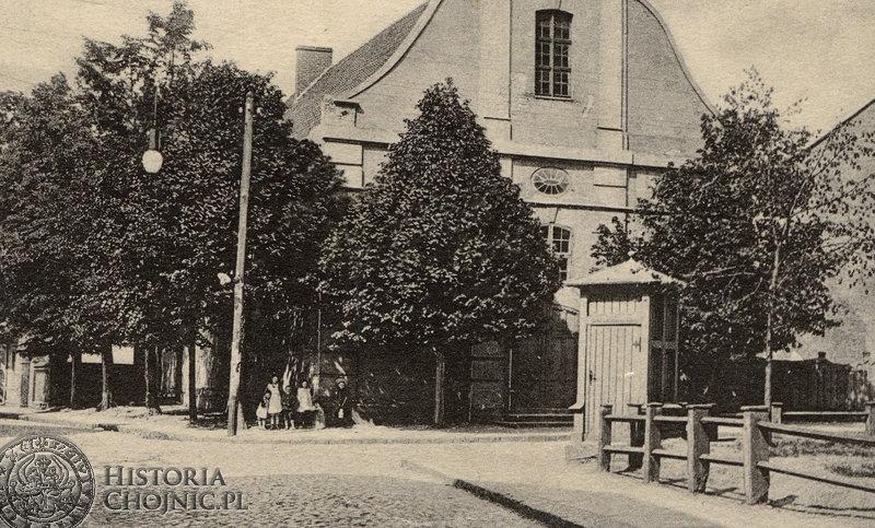Przed kościołem św. Ducha. Ok. 1915 r.