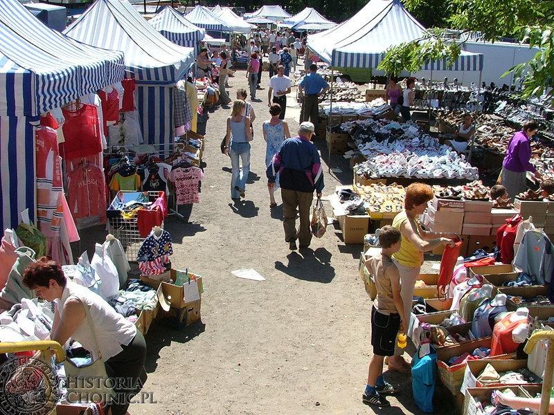 Targowisko przy Angowickiej jest miejscem zakupów wielu chojniczan.