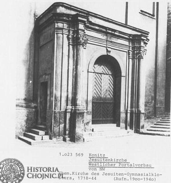Wejście - kościół gimnazjalny.