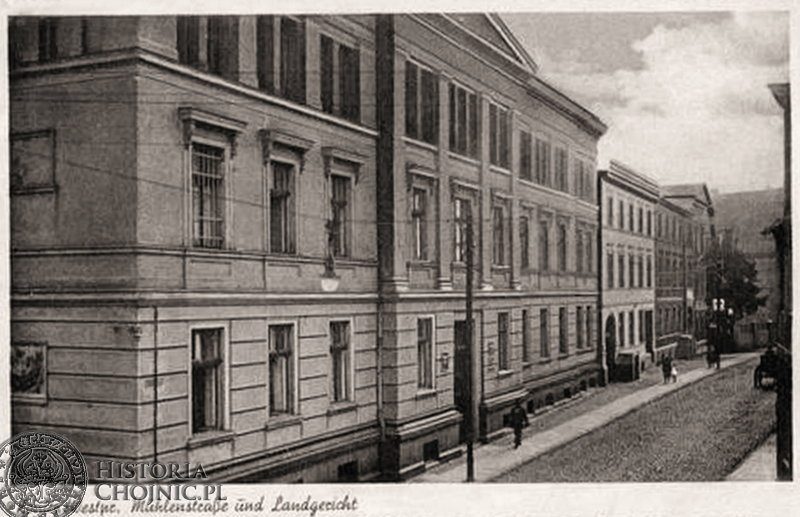 Fragment ul. Młyńskiej z widokiem na zabudowania sądowe. Ok. 1918 r.