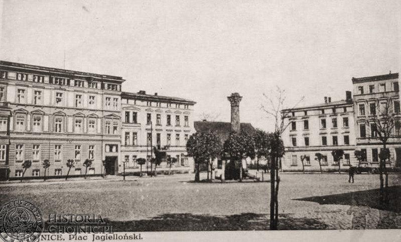 Widok na pl. Jagielloński. Lata dwudzieste. Brak orła pruskiego na pomniku poległych chojniczan w wojnie - prusko - francuskiej w 1870/71 r.