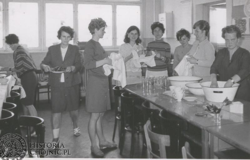 Nauczyciele w nowo wybudowanym pawilonie - 1969 rok.