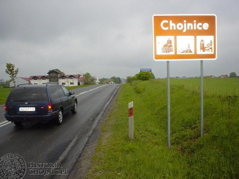 Jedna z nowych tablic umieszczona jest na drodze wlotowej do miasta na trasie Pawłowo - Chojnice.