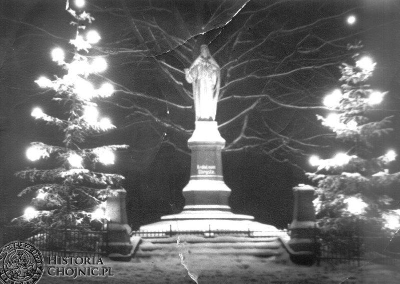 Iluminacja swiateczna pomnika. L.60.