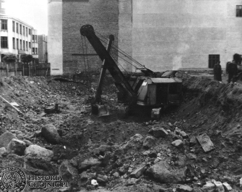 Budowa tzw. Stalinowca przy pl. Bojownikow PPR (rynek)