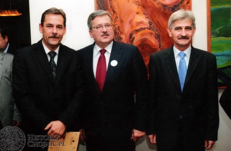 Od lewej - burmistrz miasta A. Finster, B. Komorowski i wiceburmistrz J. Zieliński.