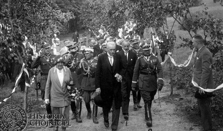 Pożegnanie przezydenta Mościckiego. Na zdjęciu m.in: gen. W. Thommee, woj. pom. K. Młodzianowski, żona prezydenta Michalina. Chojnice 1927 r.