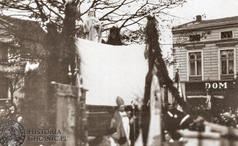 Odsłonięcie pomnicka Chrystusa Króla przez biskupa Okoniewskiego. Paxdziernik 1931 r.