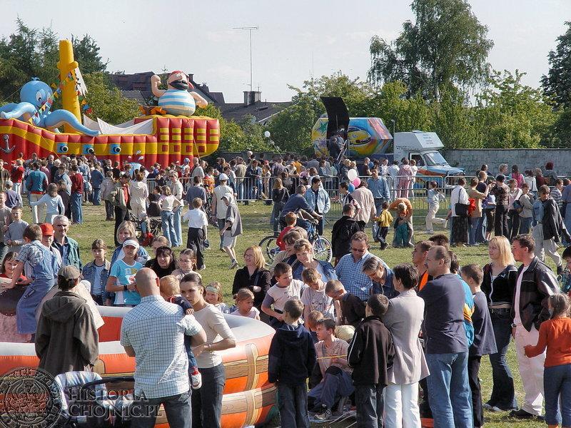 Na placu przy Parku Wodnym odbywają się festyny np. z okazji Dnia Dziecka.