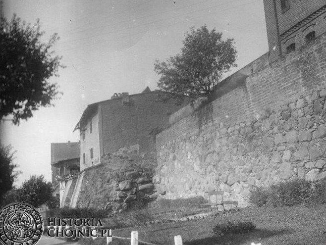Fragment murow miejskich przy ul. Sukienników. Lata 30.
