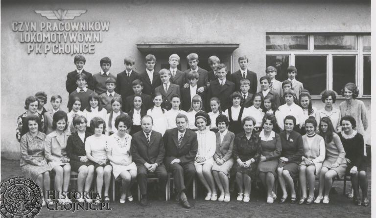 Lata 1970 - 1980. Rok 71/72 moja klasa VIII a. Wych. Teresa Olszyna.