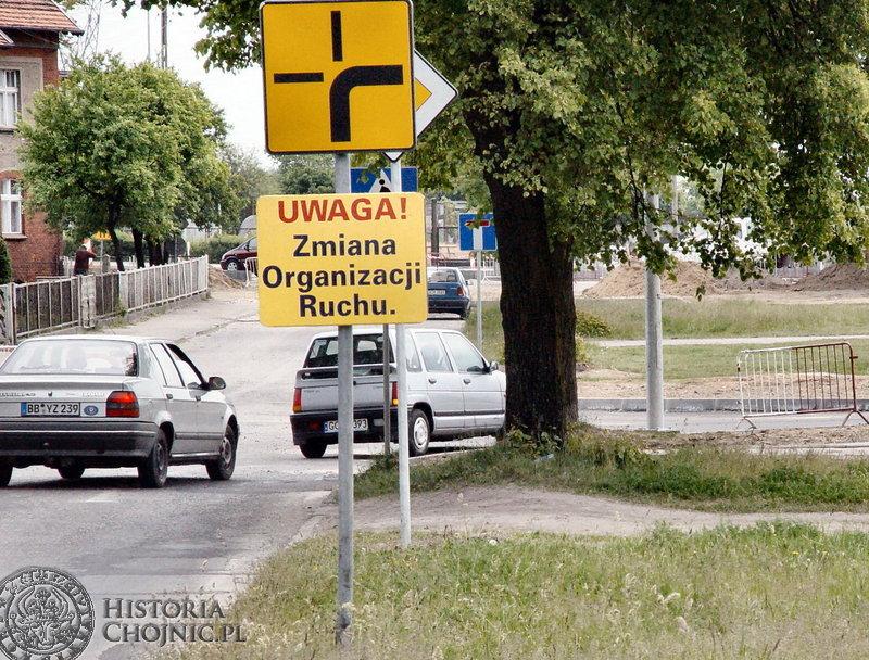 Modernizacja ulic Kościerska - Ceynowy spowodowala. że do użytku oddano nowy pas ruchu.