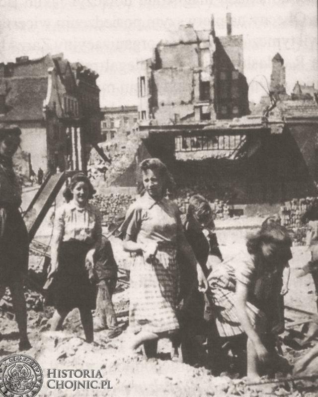 1945 r. Usuwanie gruzów na ul. Kościuszki.