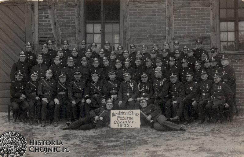 Członkowie Ochotniczej Straży Pożarnej z Chojnic. 1933 r.