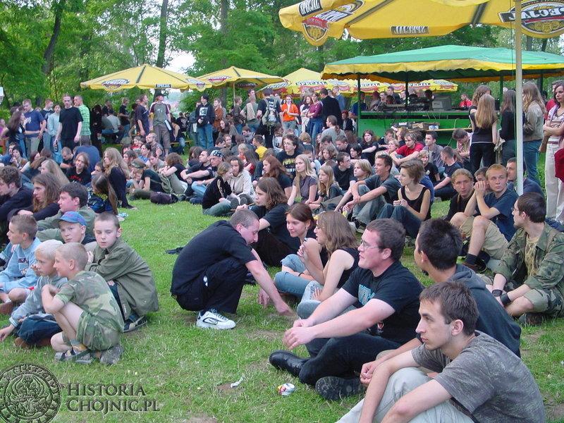 Plac przy ul. Turystycznej w Charzykowach zapełnił się młodszymi i starszymi fanami rocka.