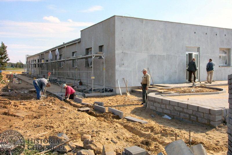 Prace remontowe budynku mieszczącego się nieopodal Szpitala Specjalistycznego w Chojnicach z przeznaczeniem na oddział psychiatryczny.