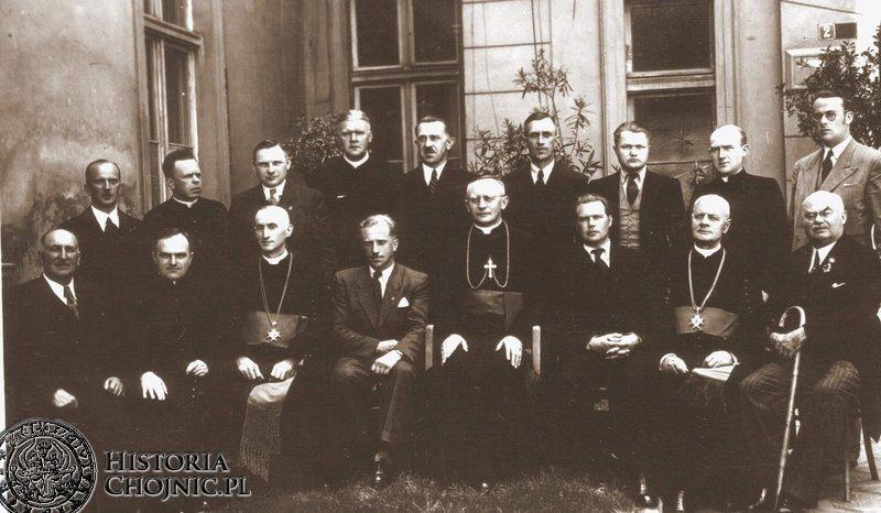 Jubileusz 60 - lecia istnienia szpitala. Pierwsz z prawej (siedzi) jego długoletni dyrektor. J. P. Łukowicz. 1947 r.