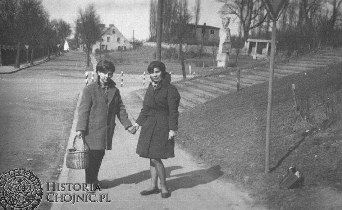 W pobliżu skrzyżowania ul. Gdańska - Wysoka. L. 60