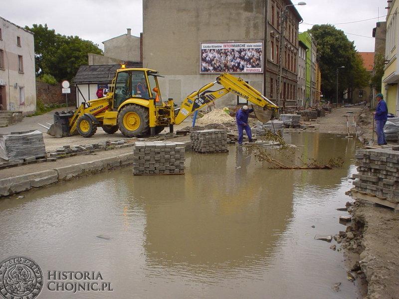 Remontowana ulica Nowe Miasto przy stadionie MKS Chojniczanka.