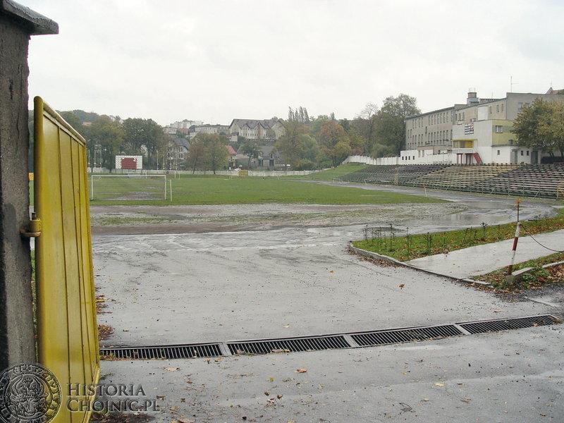 """O wykonanie modernizacji stadionu """"Chojniczanka"""" ubiegało się aż 7 firm."""