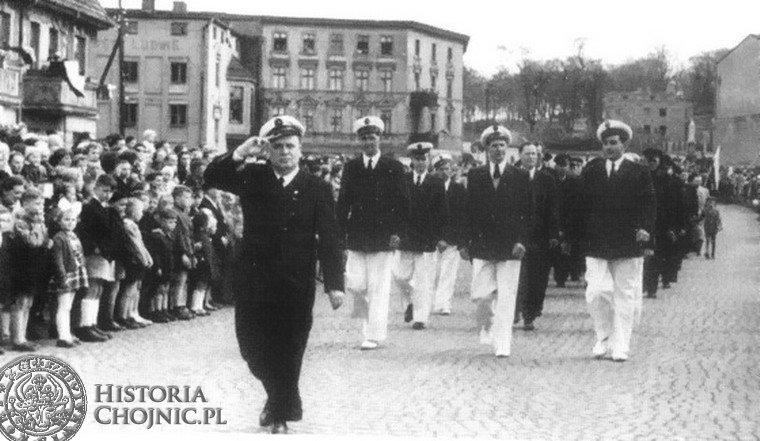 Pierwszomajowa defilada. Chojnice. 1955 r.