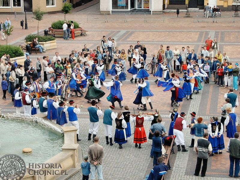 Podczas Dni Chojnic barwne stroje wirowały w tańcu.