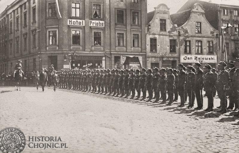 I BS podczas uroczystości 3 maja na rynku w Chojnicach.1928 r.