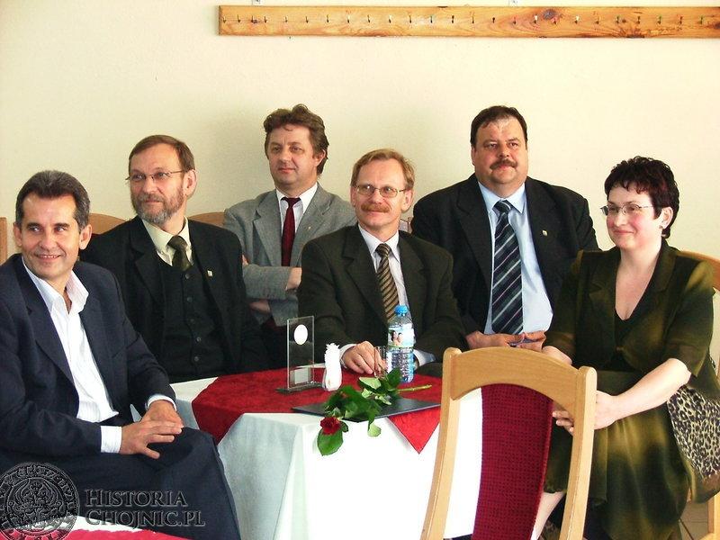Pierścień Samorządowca 2003. Od lewej siedzą: Mieczysław Babiński, Andrzej Gąsiorowski, Marek Buza, Mirosław Janowski, Stanisław Skaja i Marzenna Osowicka.