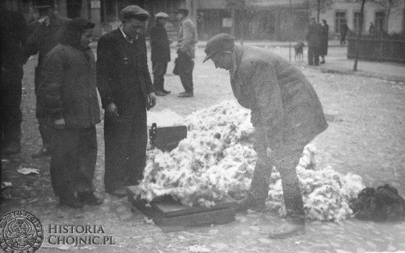 Chojnice, skup pierza przy ul. Drzymały 33 - rok 1954.
