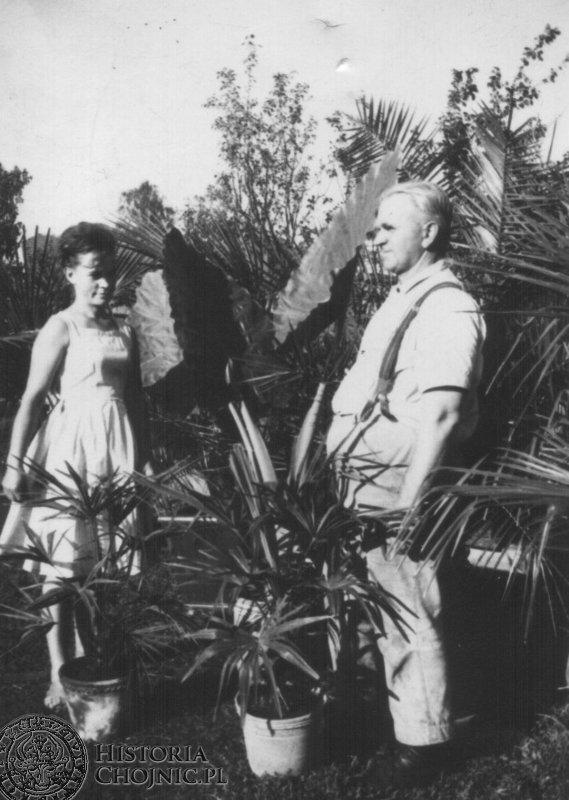 Znany chojnicki ogrodnik Franciszek Kaliszan z córką.