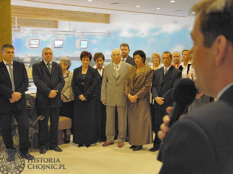 Burmistrz Arseniusz Finster podczas otwarcie kręgielni gratulował rodzinie Musolf ciekawych inicjatyw.