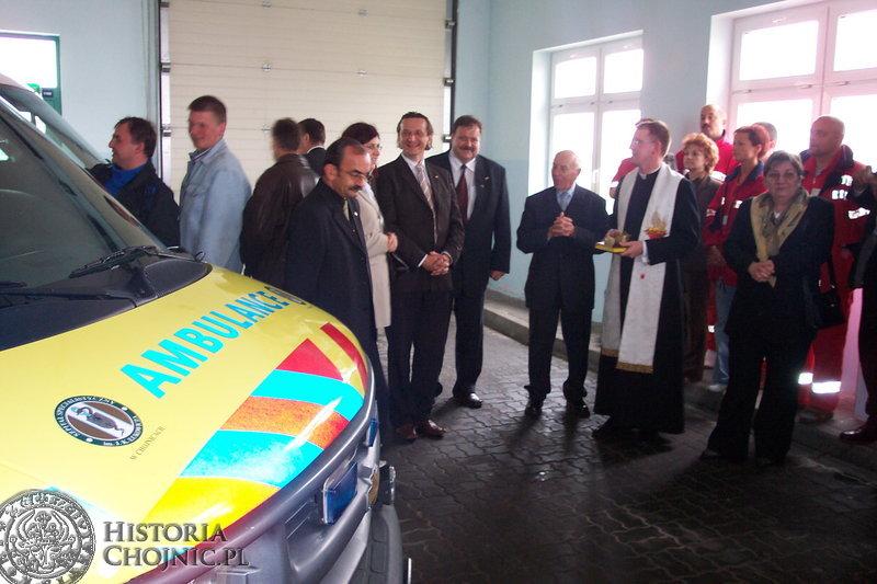 W Szpitalu Specjalistycznym w Chojnicach zaproszeni goście wzięli udział w uroczystości poświęcenia dwóch karetek marki Chevrolet.