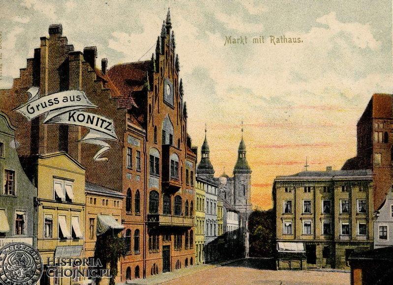 Fragment rynku z widokiem na ratusz, budynek hotelu i kościoły.