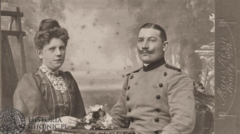 Fotografia wykonana w zakładzie fotograficznym Maxa Heyna w Chojnicach. Prawdopodobnie pocz. XX w.