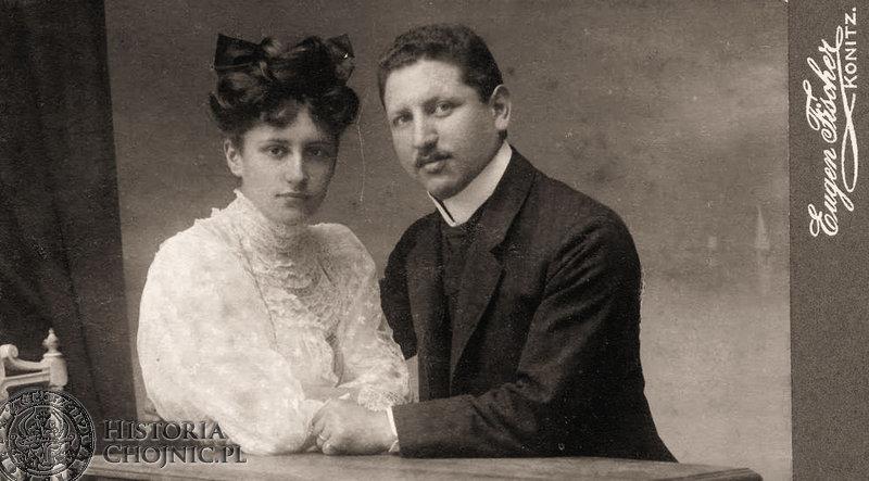 Zdjęcie wykonane w zakładzie fotograficznym Eugena Fischera w Chojnicach na pocz. XX w.