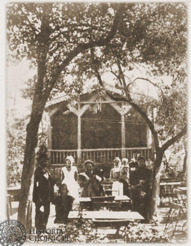 Przed salą taneczną restauracji na Nowej Ameryce. Ok. 1914 r.