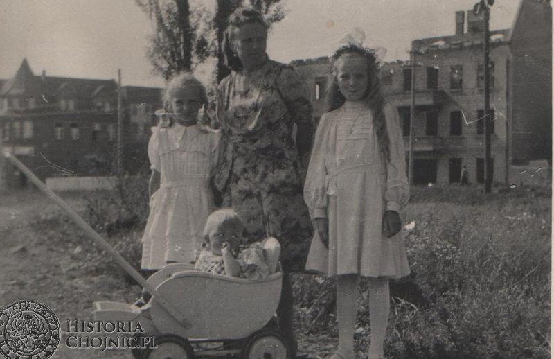 Na plantach przy ul. Sukienników. Początek lat 50.