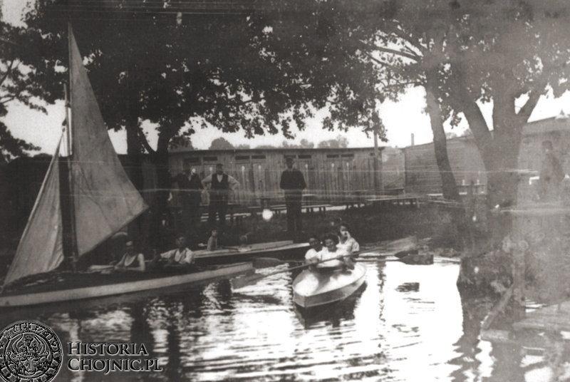 1933 r. Charzykowy. Przystań J. Gierszewskiego z hangarami i przebieralnią.