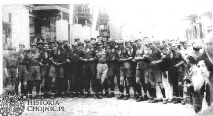 Chojnice 1937 r. Drużyna kolejowa na Starym Rynku.