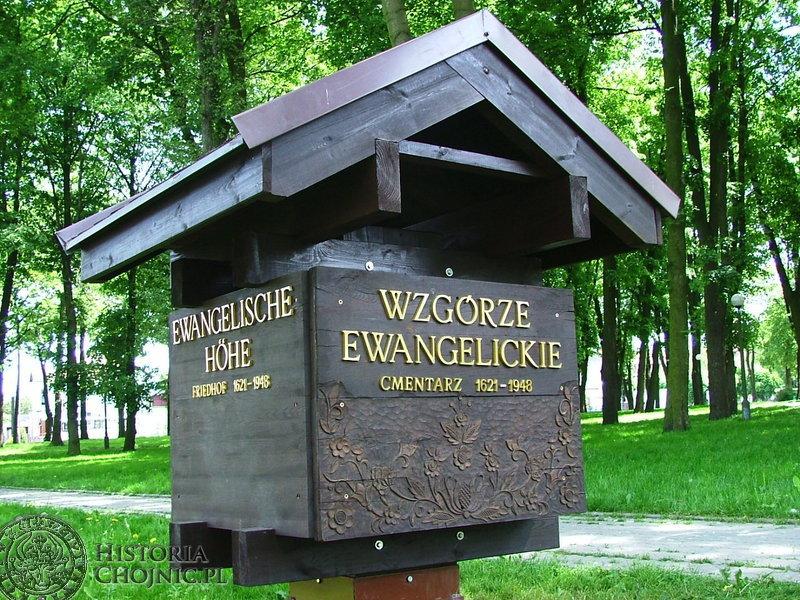 Na Wzgórzu Ewangelickim w Chojnicach pojawiła się wreszcie tablica upamiętniająca pochowanych w latach 1621 - 1948 w tym miejscu ewangelików.