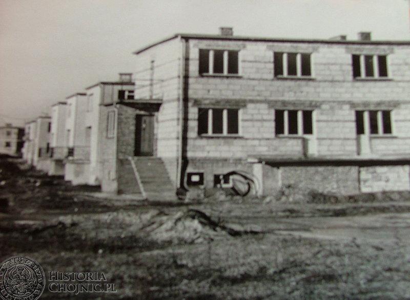 Widok z lat 70. Początki budowy osiedla im. Kolejarzy.