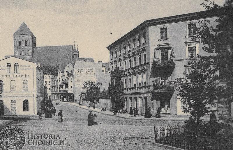 Widok na dawna ulicę Gdańską i kościół farny.