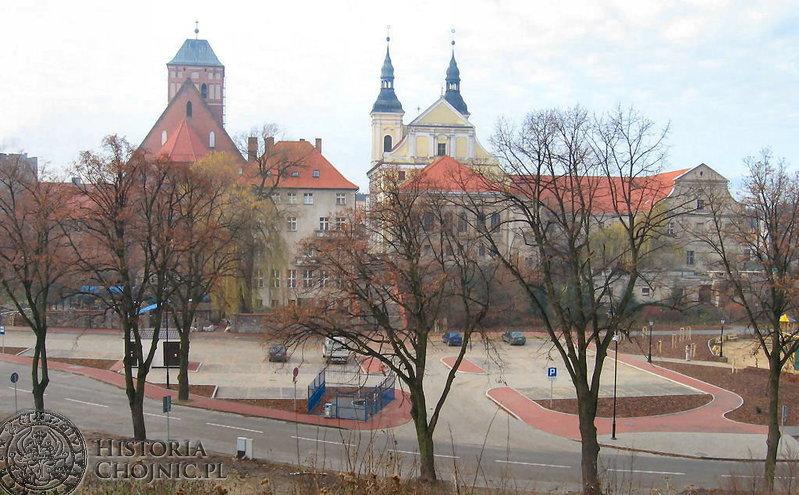 Nowy parking oddano do użytku niedaleko Wszechnicy Chojnickiej.