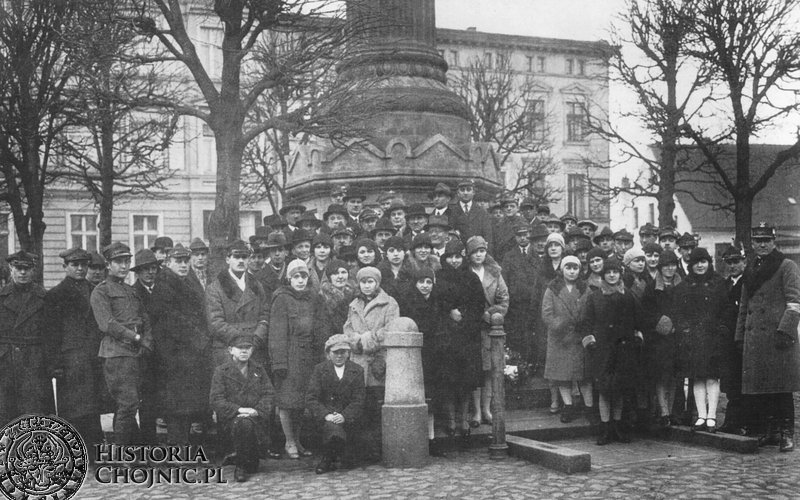 Towarzystwo Gimnastycze Sokół przed Pomnikiem Nieznanego Żołnierza na pl. Jagiellońskim. Ok. 1930 r.
